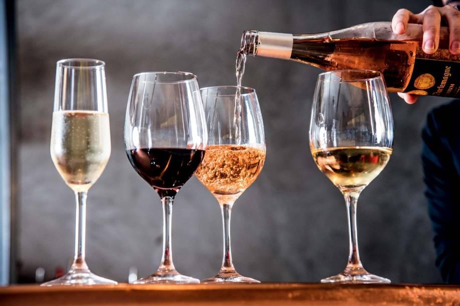 Rodízio de vinhos: rótulos de espumantes, brancos, rosés, tintos e até de sobremesa estão inclusos no cardápio