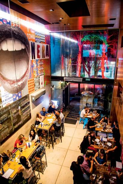 Bocca Nera: bebidas servidas à vontade no bar da Vila Madalena