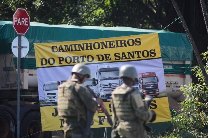 Concentrado no Porto de Santos, grupo de caminhoneiros não aceita fim da greve