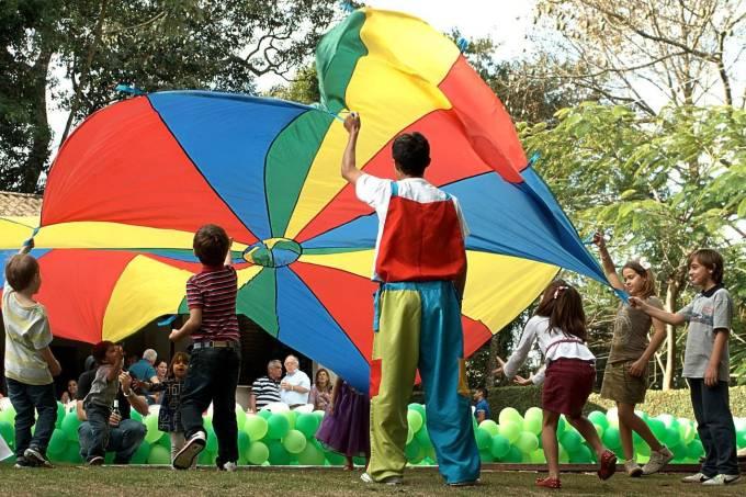 Paraquedas – Mãozinhas que fazem