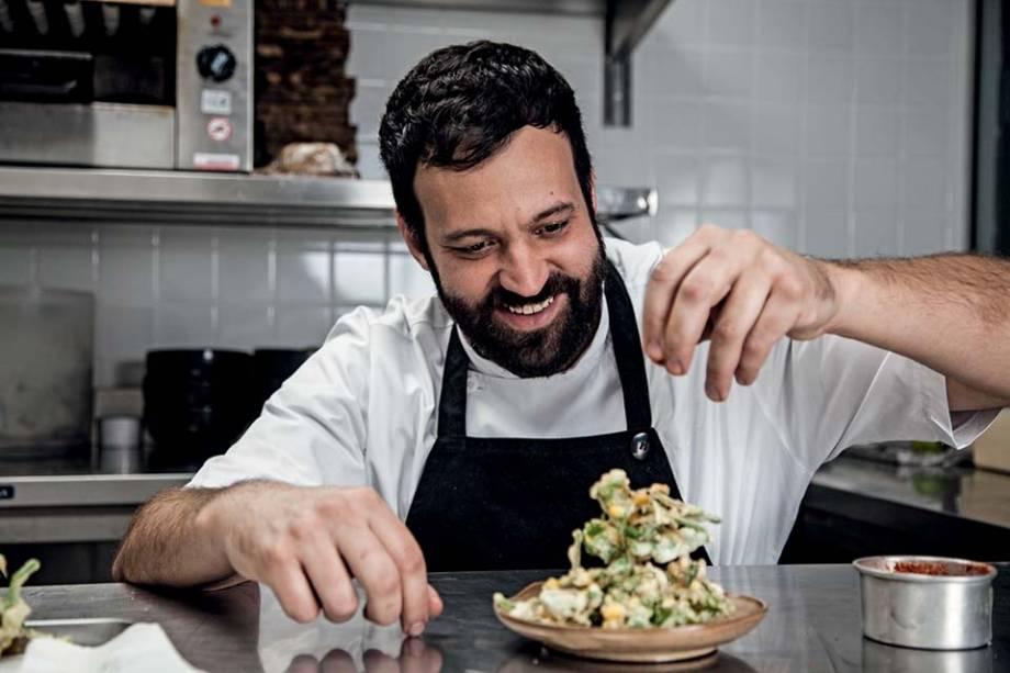 O chef Marcelo Corrêa Bastos em seu novo restaurante Vista