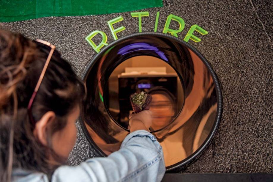 Ambiente: os gelados são entregues aos clientes por um tubo