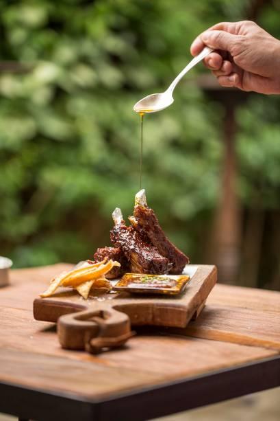 Costelinhas suínas: servidas com barbecue de goiabada