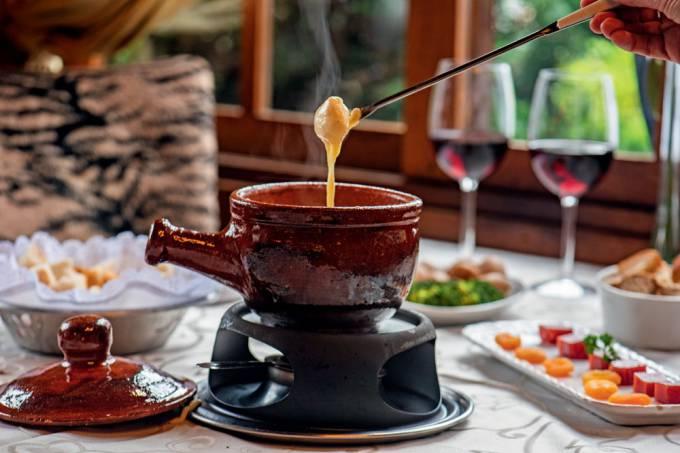 FONDUE SERRA GAÚCHA comer-e-beber-serra-gaucha-le-chalet-de-la-fondue-0001