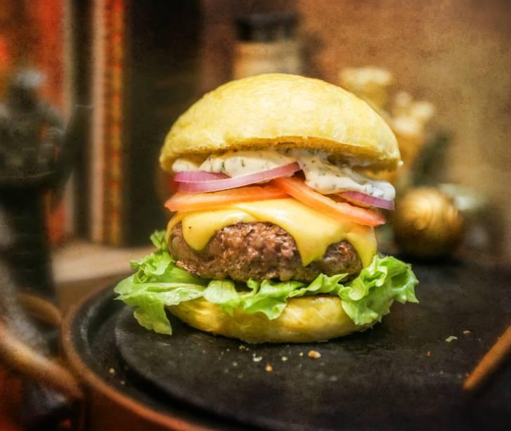 Herbas, lanche com maionese verde e um hambúrguer de 180g