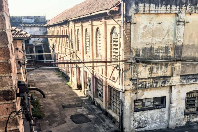 Orion fábrica abandonada