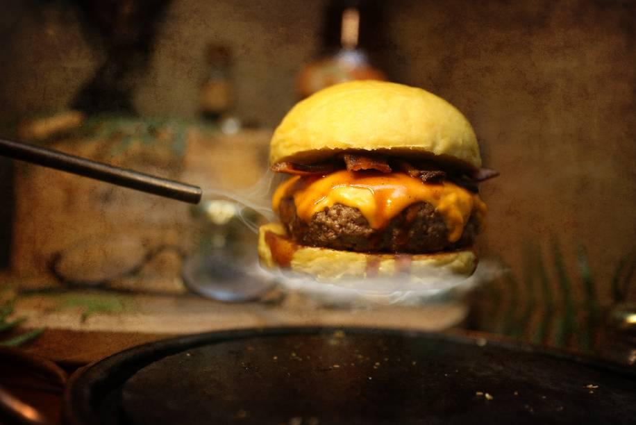 Porcorum, hambúrguer com bacon em fatias, sai por 26 reais