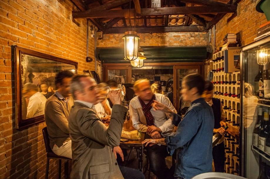Salão do wine bar: apenas dez lugares