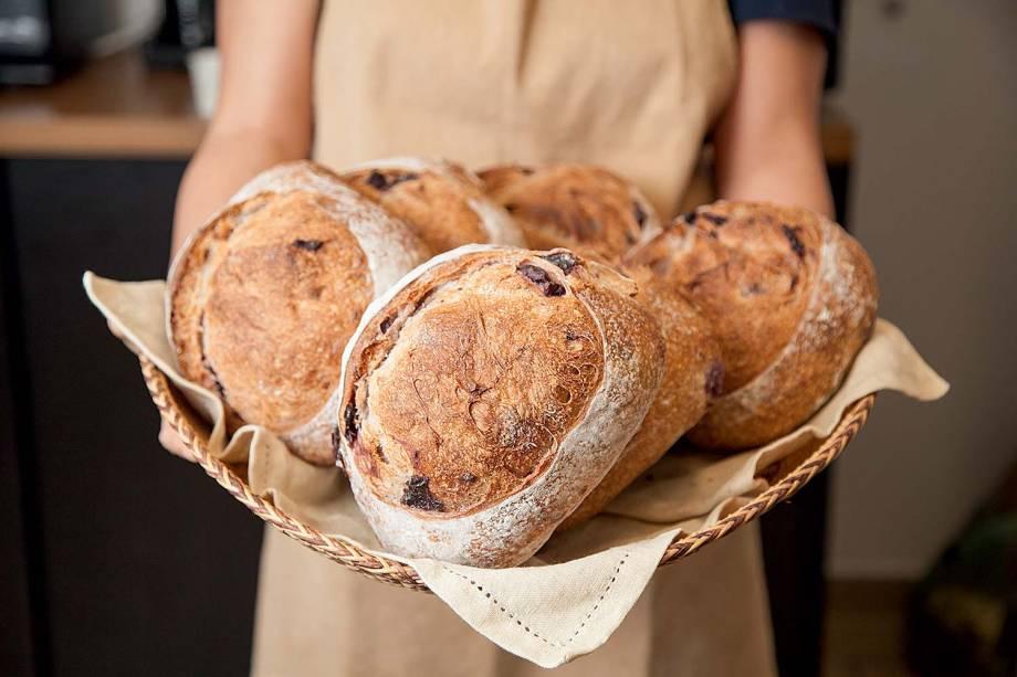 Na padaria, em Pinheiros: pão de azeitonas pretas