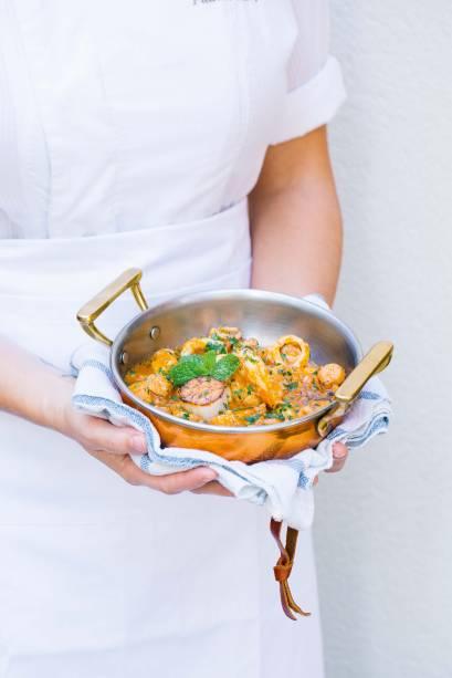 O melhor português: os pratos, como o picadinho do mar, passam pelas mãos da chef Patrícia Sampaio, e conquistam o primeiro lugar da categoria em Veja COMER & BEBER