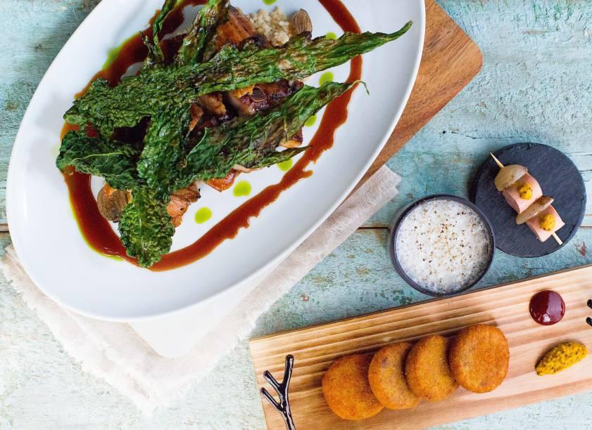Delícias da Casa do Porco Bar: assado de tira suína, croquete de porco e cachaça sour, reeleitos a melhor cozinha de bar