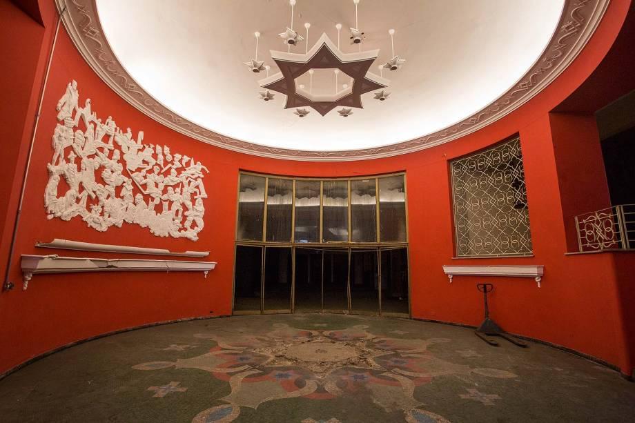 Interior do Cine Marrocos,no centro: tombado em1992 e desapropriadoem 2011, ainda vazio