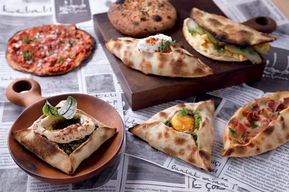 O melhor salgado por Veja Comer & Beber: esfihas de diferentes partes do Oriente Médio num único endereço