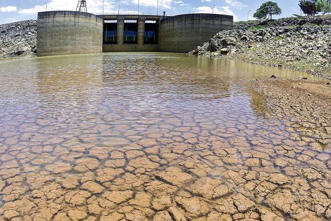Sistema Cantareira com nível de água muito baixo