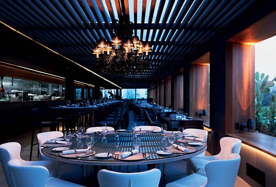 O salão do Skye: o melhor restaurante de cozinha variada por Veja COMER & BEBER fica no topo do Hotel Unique, um dos hotéis mais bonitos da cidade