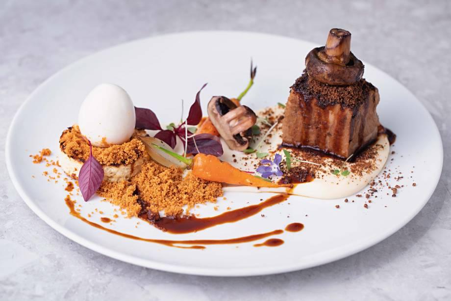 Brasil, França e Itália: as receitas do chef Emmanuel Bassoleil, como o cupim rossini, levaram o prêmio de melhor cozinha variada pelo guia COMER & BEBER 2018