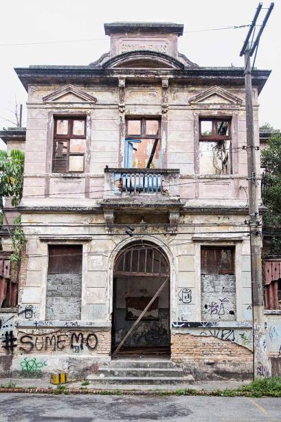 Vila Maria Zélia,de 1916: tombadadesde 1982, masagora em ruínas