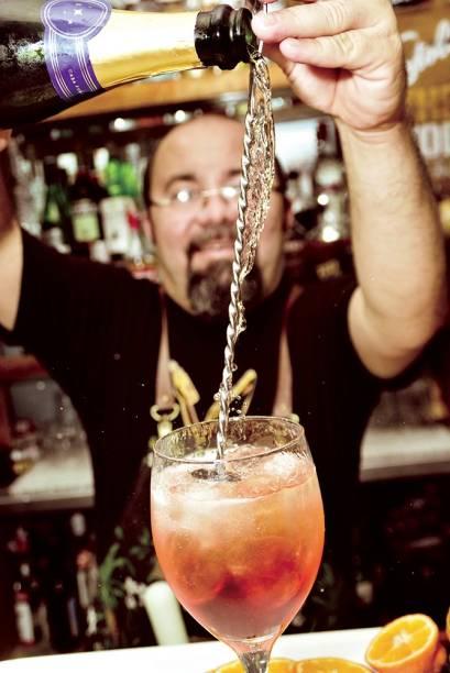 O bartender do Majestic: Neto Oliveira ficou conhecido por sua experiência no bar Astor
