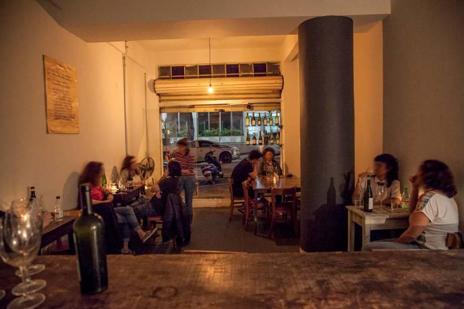 Ambiente simples para beber vinho