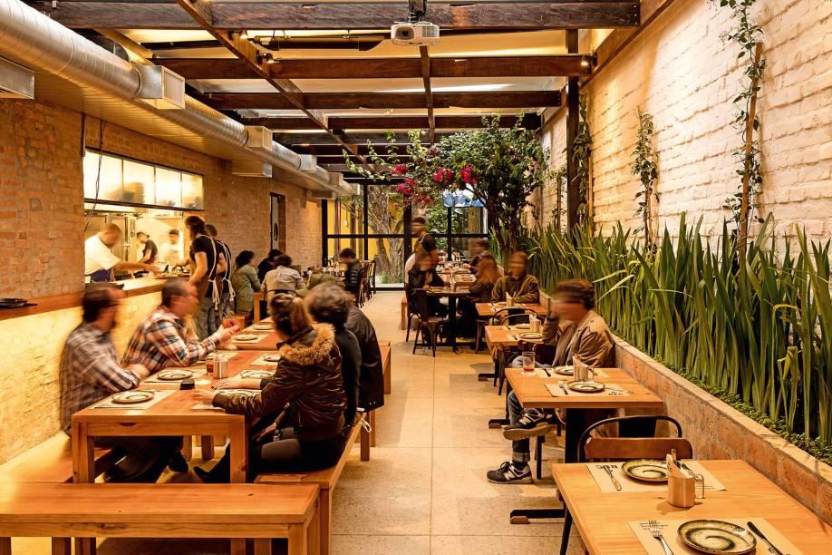 Quintal do BEC Bar: em Pinheiros, lugar aposta na combinação de churrasco e cerveja para atrair clientes