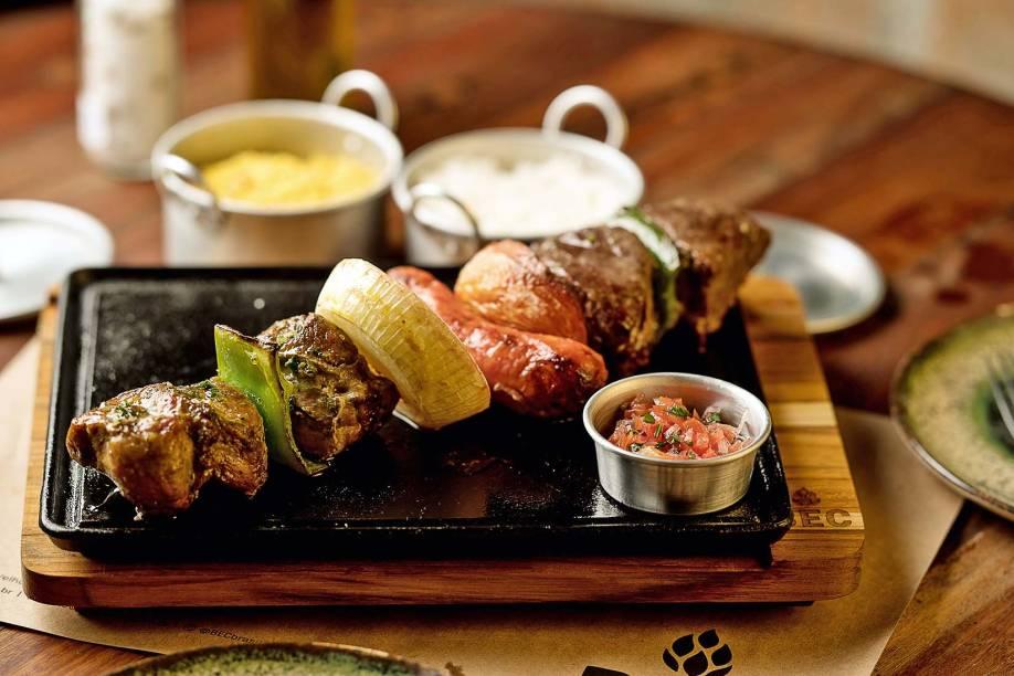 Xixo tradiça: para compartilhar, pedida combina alcatra, copa lombo de leitão, linguiça toscana e legumes