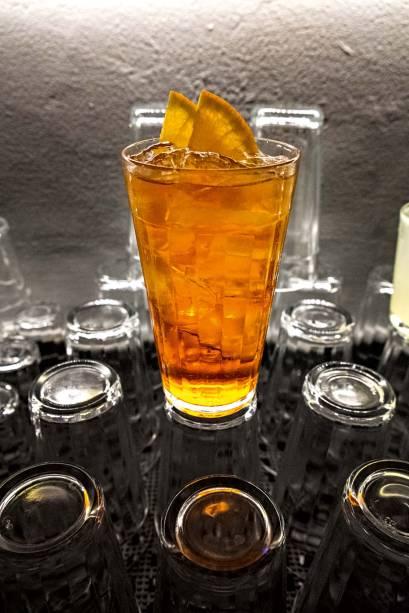 Cynar spritz: cynar, geleia de mexerica, espumante e club soda
