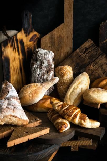 Os pães de fermentação natural servem de base para os sanduíches e podem ser comprados individualmente