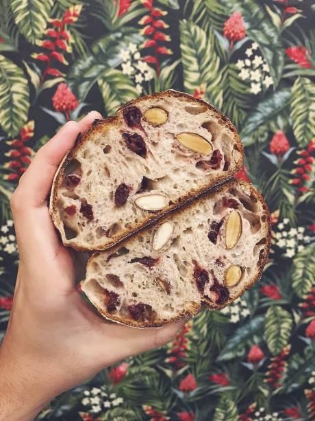 Pão campanha silvestre: cranberry e chocolate branso