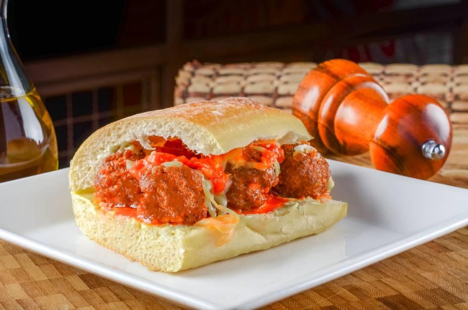 Sanduíche de almôndegas com gruyére: uma das pedidas do Vino!