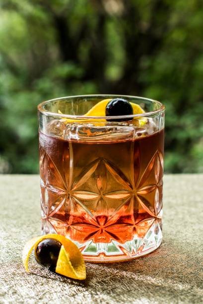 O coquetel old black fashioned 44