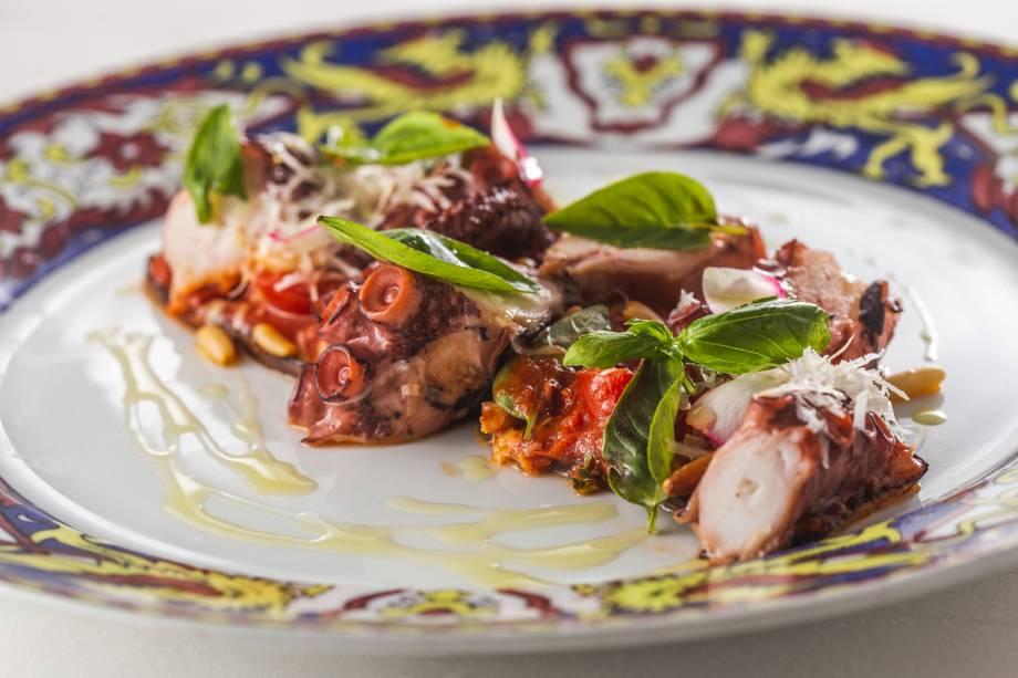 Polvo à parmigiana com lâminas de berinjela