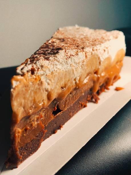Banoffee de Nutella:massa de bolacha, banana-nanica, chantili e o creme de avelã
