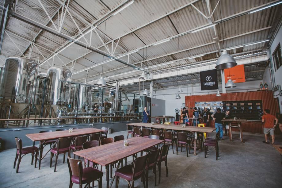 Ambiente fabril: cervejaria funciona em um galpão de 2 400 metros quadrados no bairro do Limão