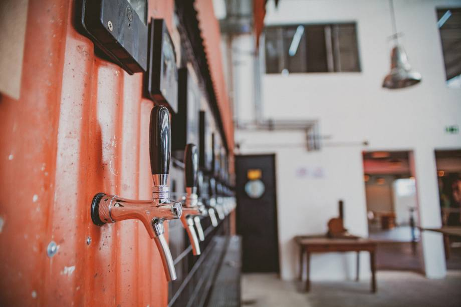 Produção da casa: as cervejas produzidas são extraídas de dez torneiras
