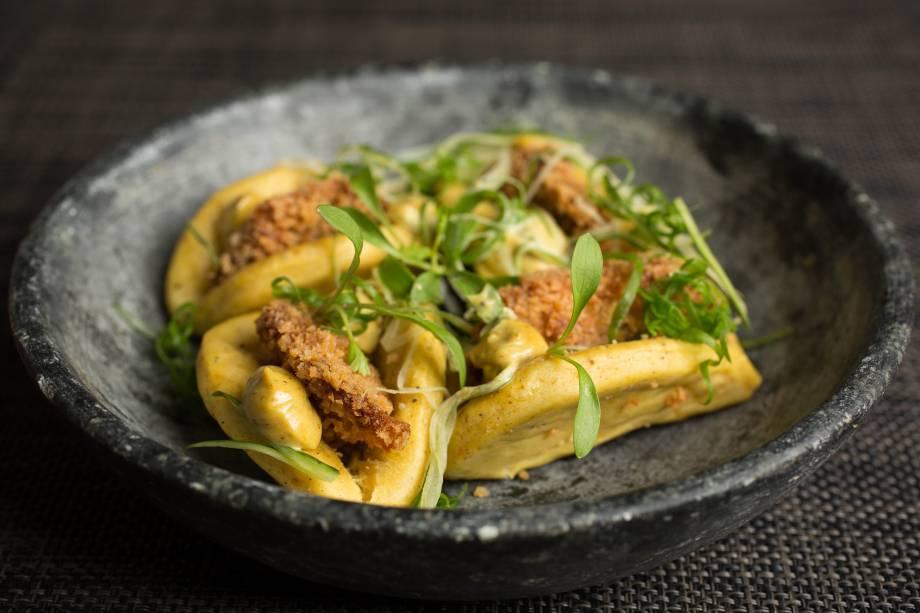 Buns de cogumelo empanado: os pãezinhos chineses levam maionese de curry, pepino e cebolinha