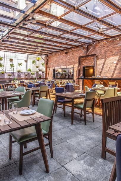 Ambiente: salão amplo e arejado para provar pratos variados