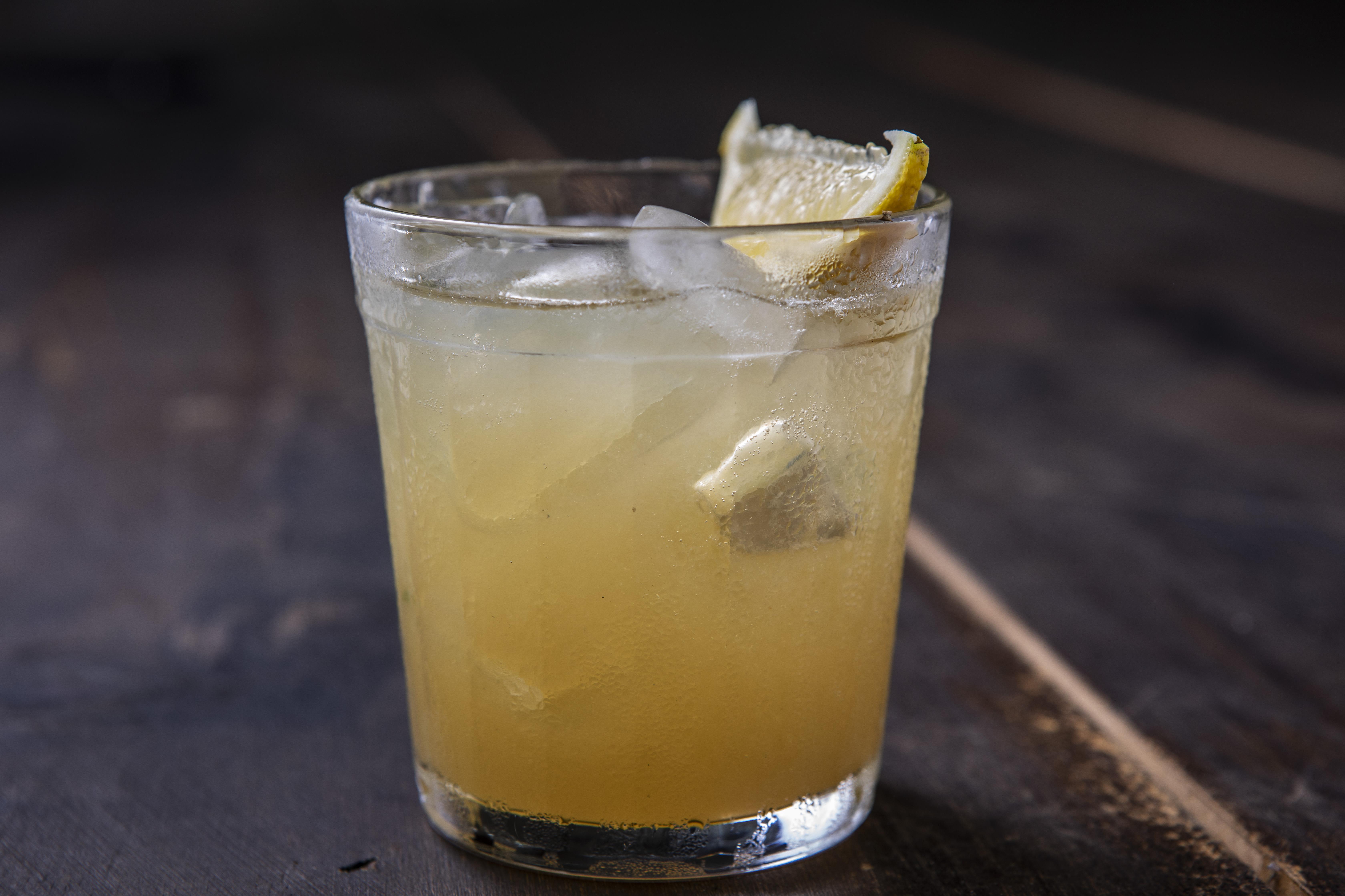 Caipirinha: com limão-siciliano e mel