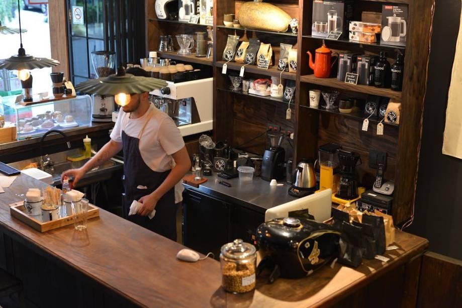 Café para motoqueiros: ambiente lembra estabelecimentos americanos