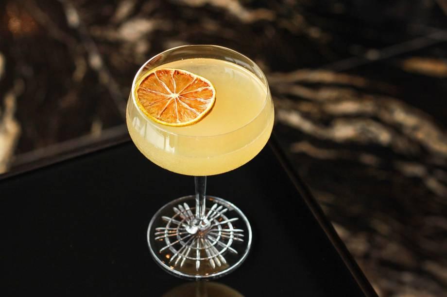 Olmecas: drinque leva tequila, vermute, licor de pêssego, cítricos e soda de água de coco