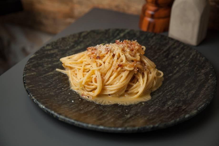 Espaguete com ovo de pata: a carbonara ainda leva guanciale, queijo de ovelha e castanha de baru