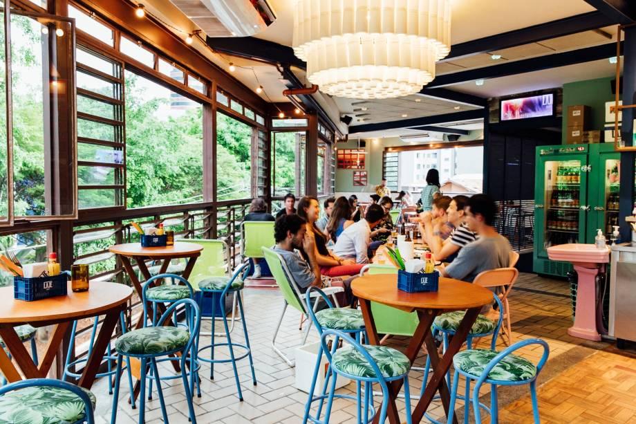 Ambiente descontraído: espaço funciona no andar de cima do bar Pirajá