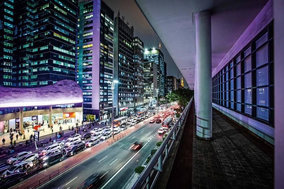 Varanda em frente à avenida: bela vista