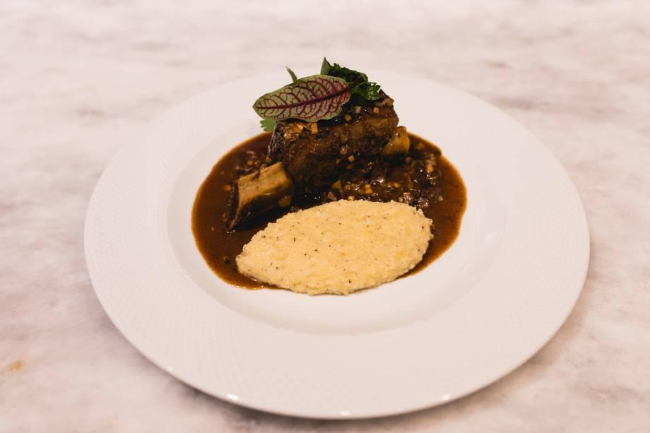Carne de panela: ossobuco vai sobre risoto à milanesa