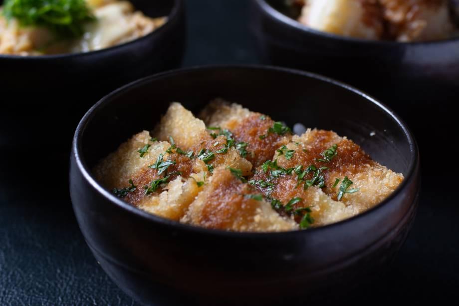 Katsudon: tigela de arroz com milanesa de copa lombo