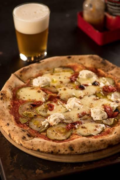 Pizza de abobrinha com queijo de cabra: disco individual ou com oito pedaços