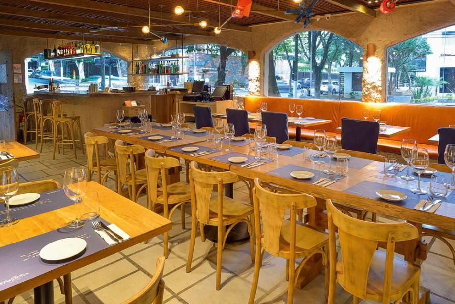 Enosteria Vino e Cucina: salão anexo à loja World Wine