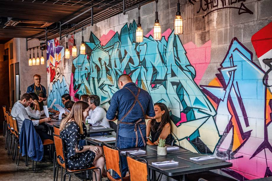 Fabbrica: ambiente moderninho com grafites e paredes de concreto