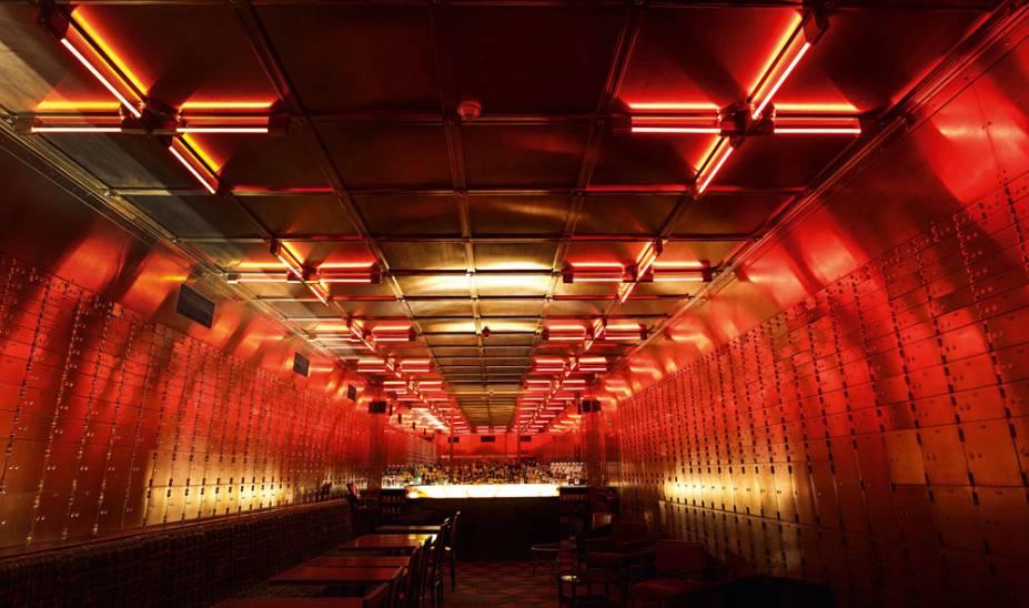 Caixas de depósito: sala abriga 1 994 gavetas de pertences no Bar do Cofre