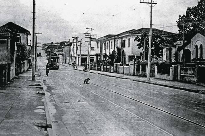 Bonde na Rua Fradique Coutinho, na Vila Madalena.