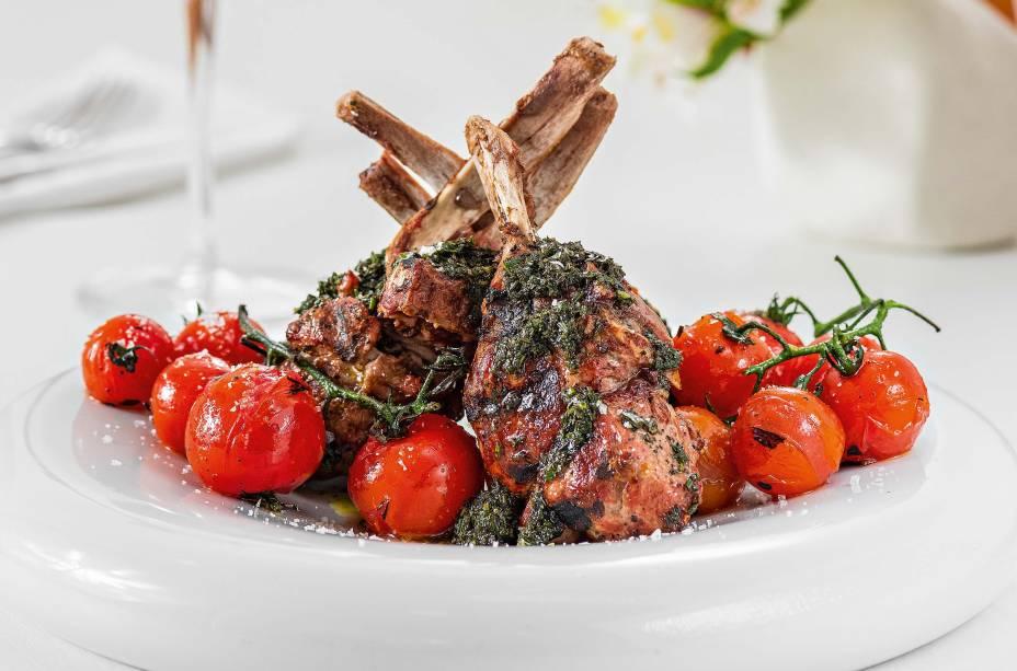 <span>Carré de porco: servido com tomates tostados</span>